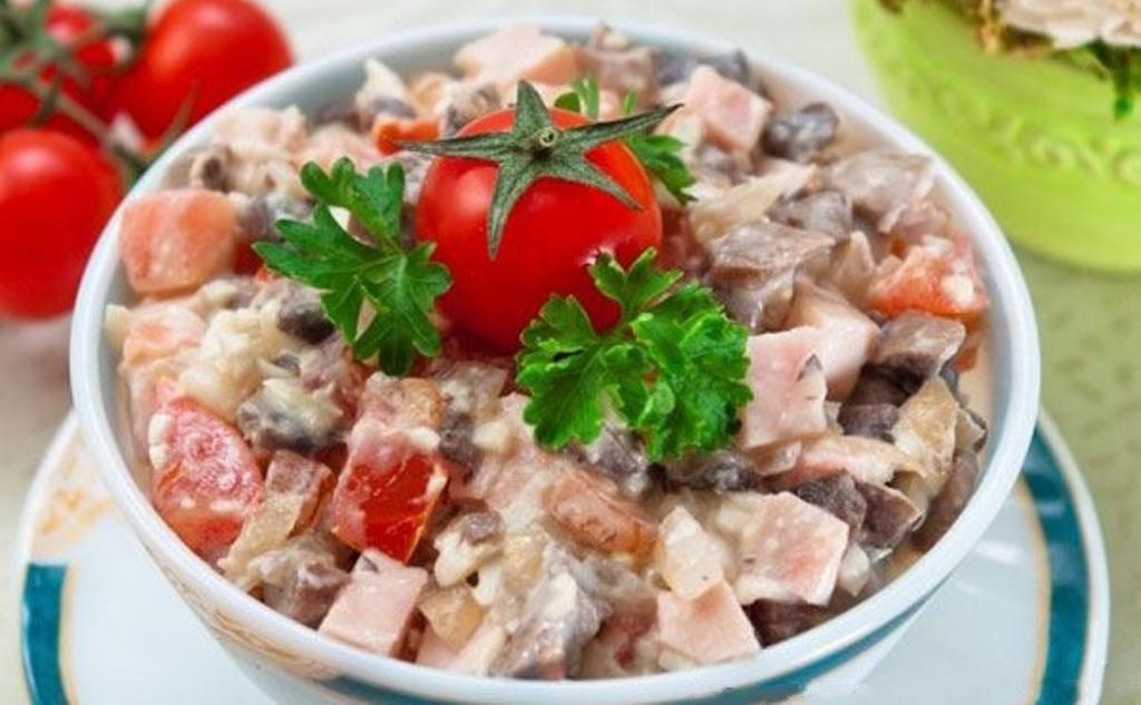 Лучший салат с жареными шампиньонами