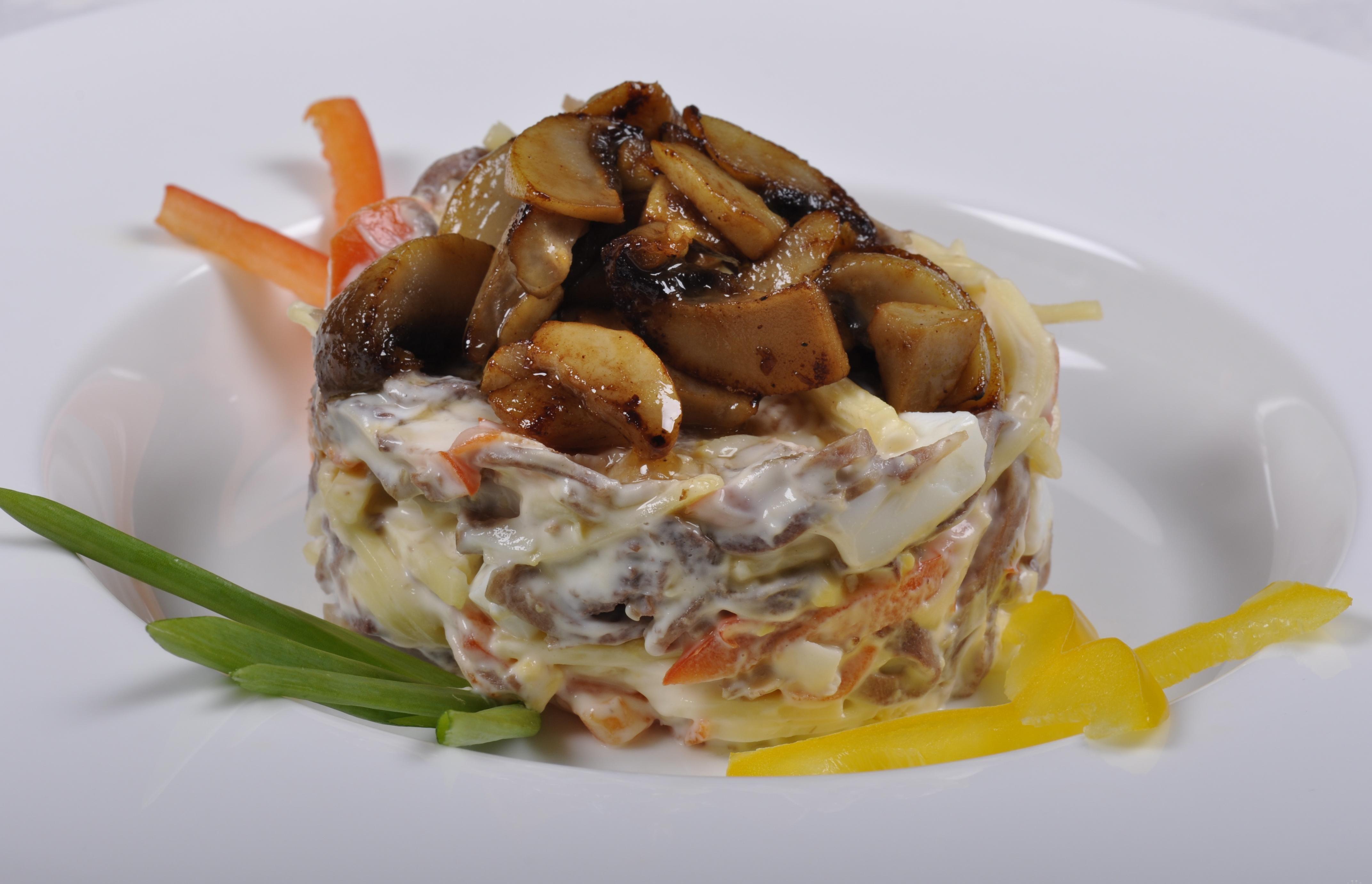 Готовим полезную еду: салат из сырых шампиньонов