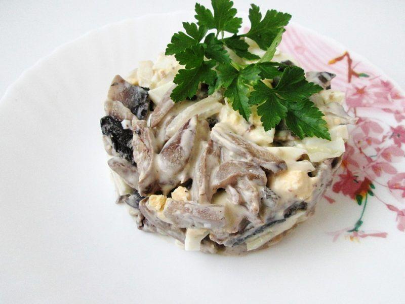 Салаты с куриными сердечками и грибами рецепты с