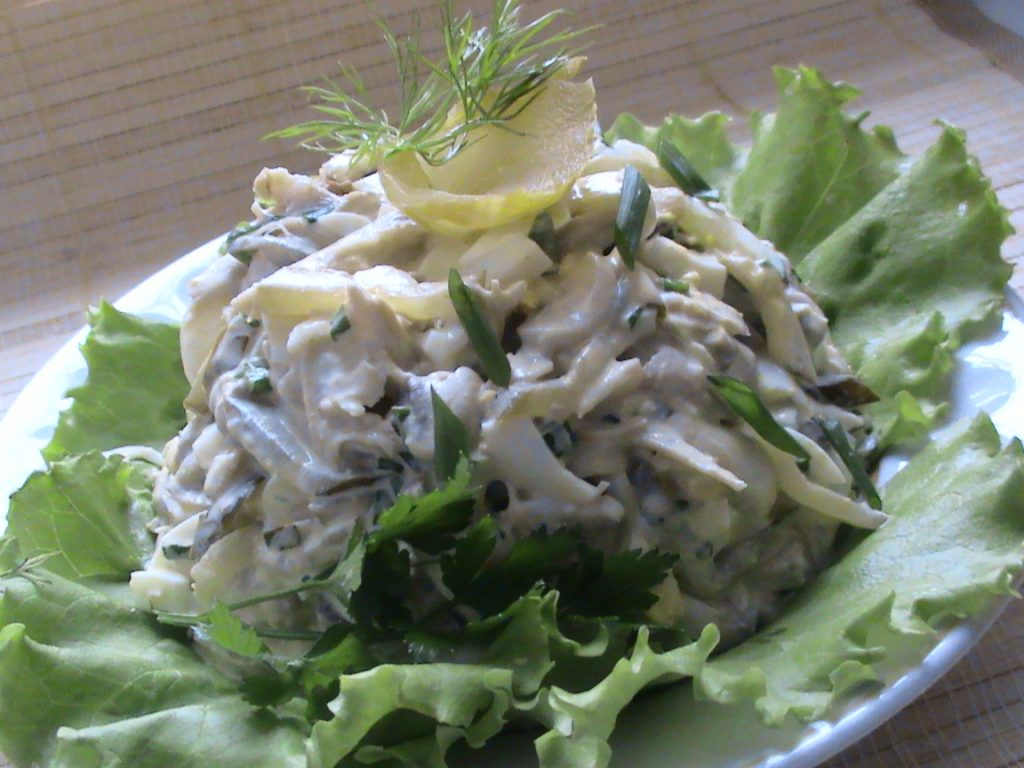 Салат курица с грибами и свежим огурцом