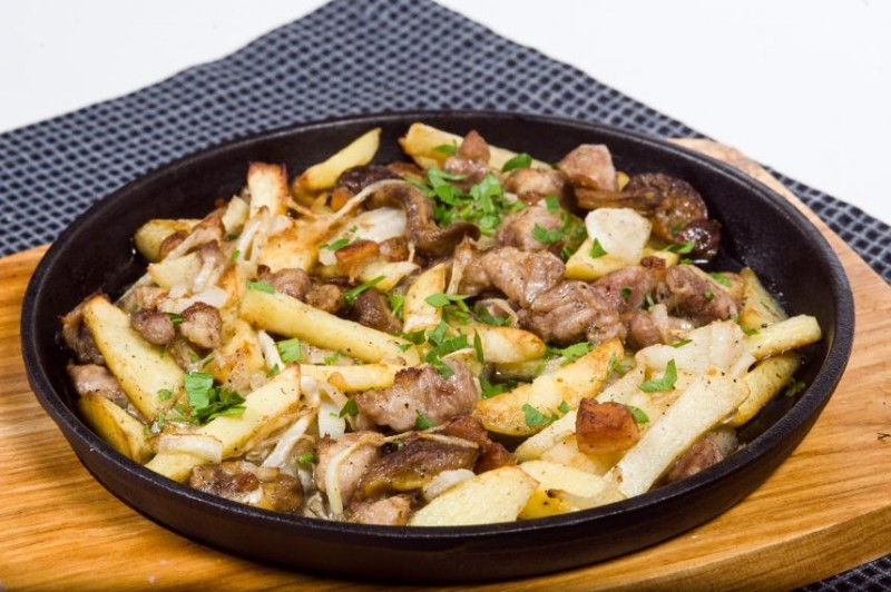 Как приготовить жаркое с мясом и картошкой по домашнему